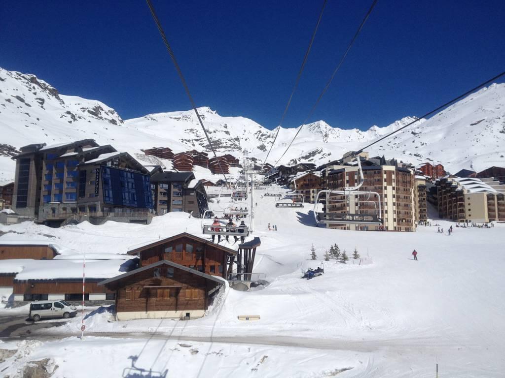 Ski resorts near geneva swiss ski school for Lodges in france
